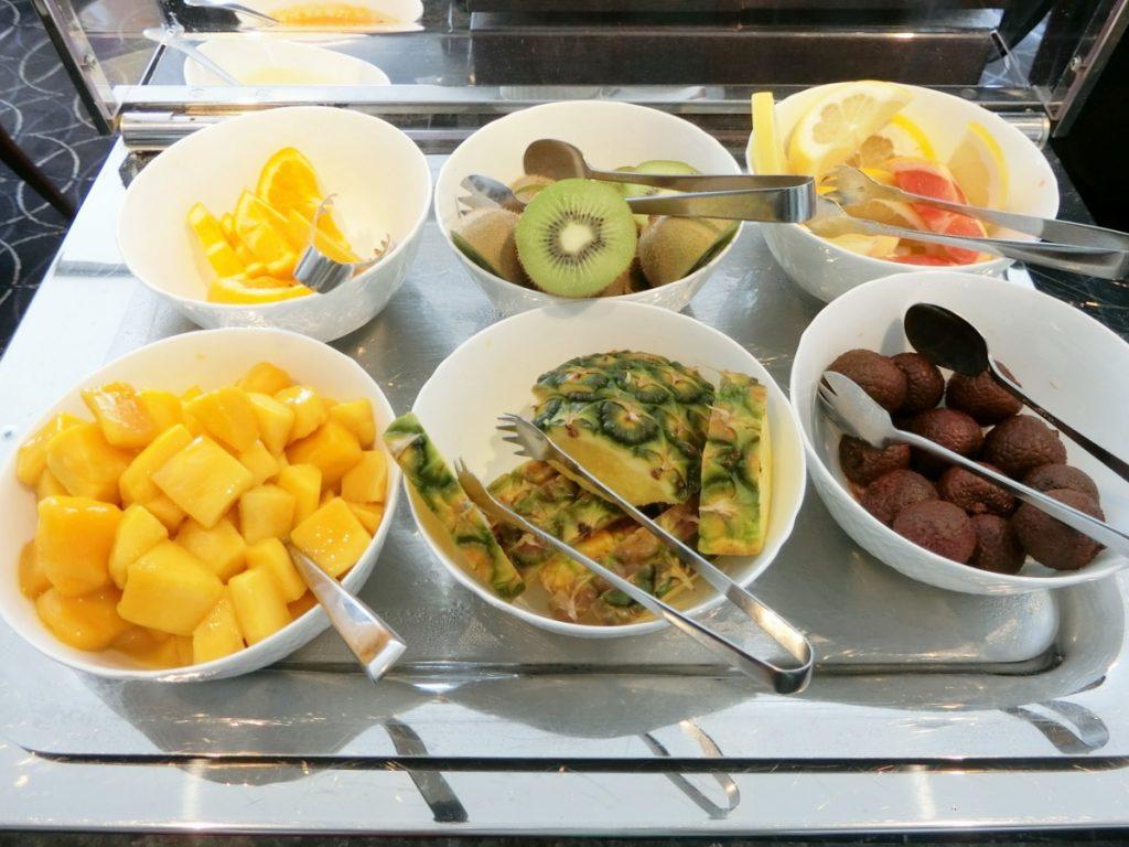 朝食のフルーツ類