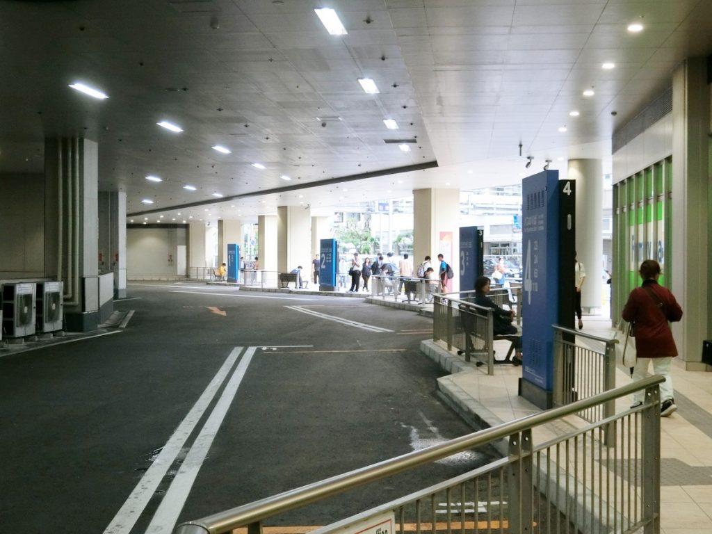 那覇バスターミナルのバス乗り場