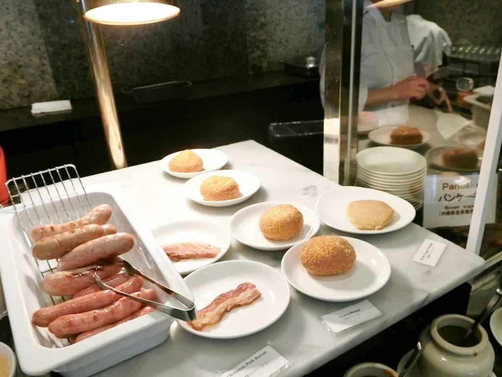 朝食ブッフェのシェフコーナー
