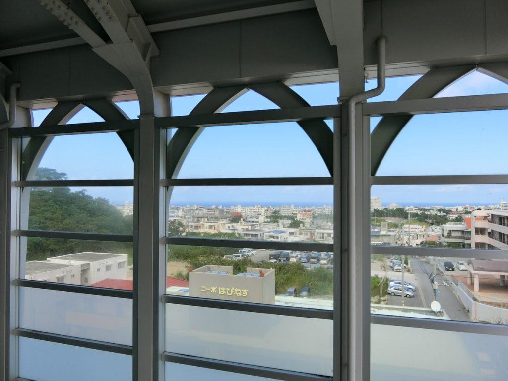 ゆいレール経塚駅からの景色